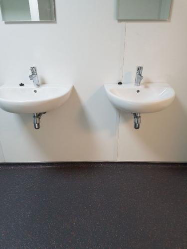 PU gietvloer met holplint voor in een toiletruimte