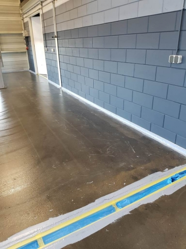 Vloerrenovatie garagebedrijf Jubbega in Meppel voor 2