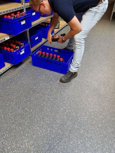 Vlokkenvloer voor in een magazijn